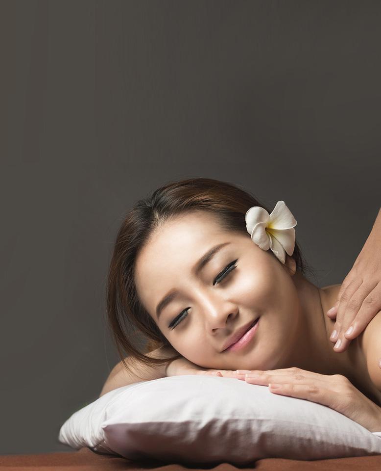 Thai Massage in Kuala Lumpur Malaysia | Foot Massage | Happy